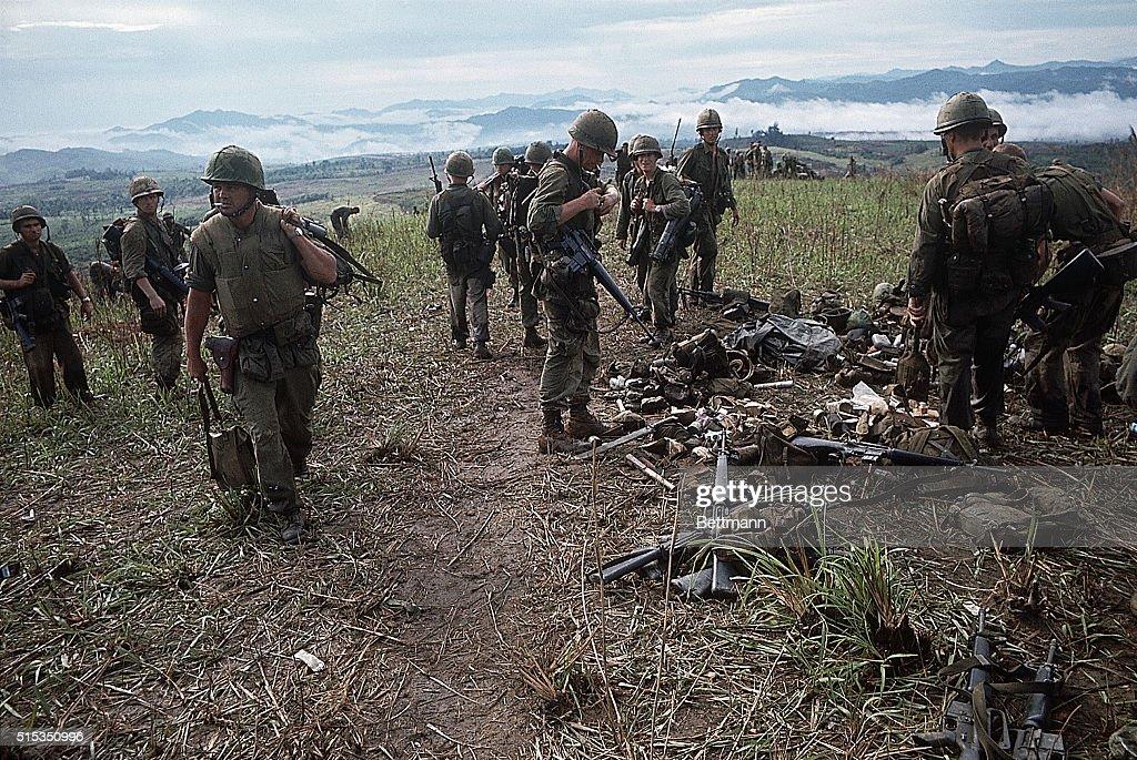 US Marines Retrieving Equipment | Location: Hill 861, South Vietnam. News  Photo - Getty Images
