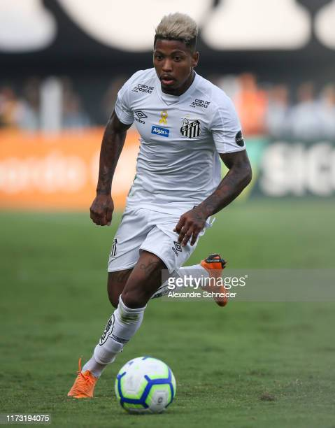 Marinho of Santos controls the ball during the match against Athletico PR for the Brasileirao Series A 2019 at Vila Belmiro Stadium on September 08,...