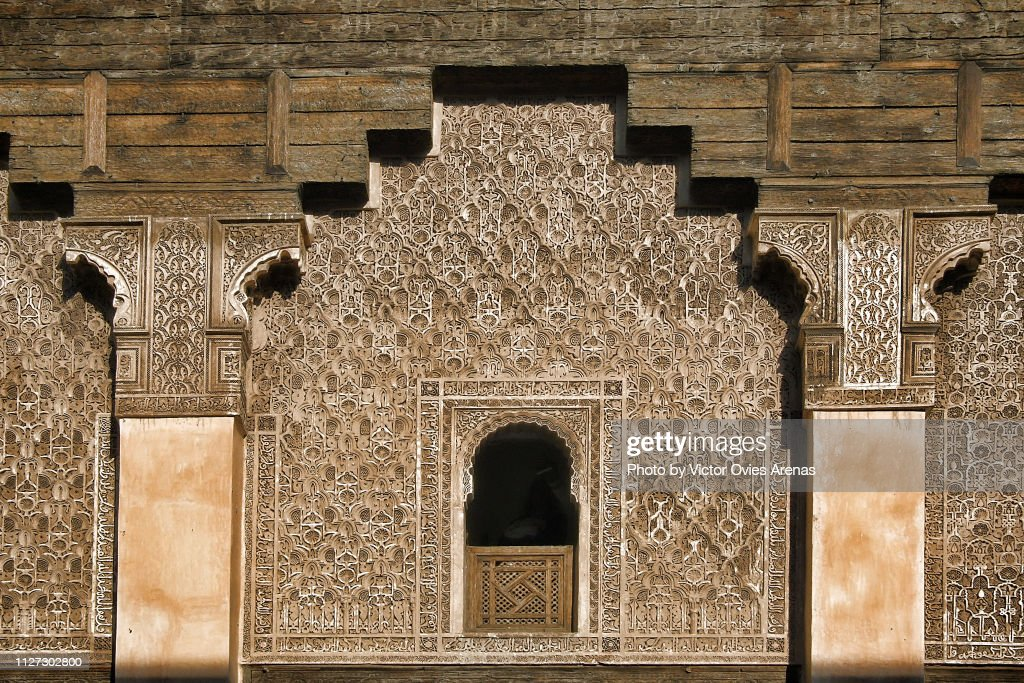 Marinid style decoration of the walls of the Ben Youssef Madrasa, old Islamic college in Marrakesh, Morocco : Foto de stock