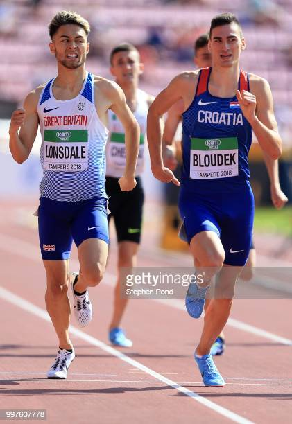 Marino Bloudek of Croatia and Markhim Lonsdale of Great Britain race for the line during heat 3 of the men's 800m heats on day four of The IAAF World...