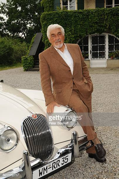 Mario Adorf an seinem JaguarOldtimer ZDFKomödie Krokodil Antdorf bei Penzberg Bayern Deutschland Europa Pkw Auto Schauspieler Promi NB FTP PNr...