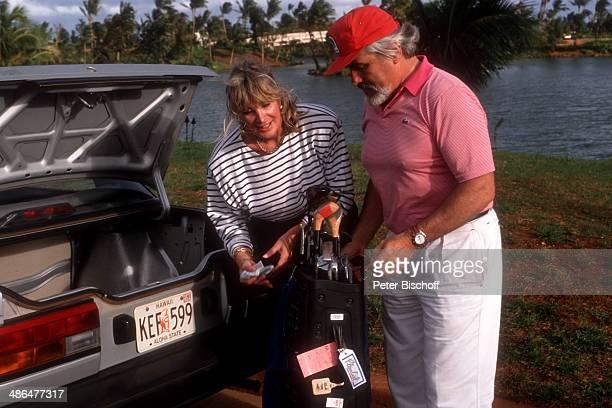Mario Adorf Ehefrau Monique am Rande der Dreharbeiten zur ZDFSerie Insel der Träume Folge 5 Blutsbrüder am Insel Hawaii USA