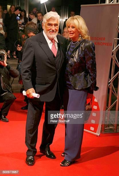 Mario Adorf, Ehefrau Monique, Hessischer Filmpreis und Kinopreis 2006, Frankfurt am Main, Deutschland, , P.-Nr.: 1483/2006, Schmuck, Ohrring, roter...