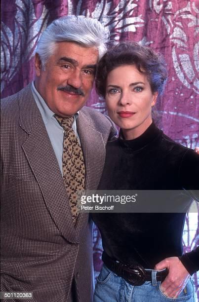 Mario Adorf Gudrun Landgrebe FotoShooting 1996 Deutschland Europa Anzug Schauspieler Schauspielerin Promi RW SC PNr 102/2011 Foto PBischoff/ Jegliche...