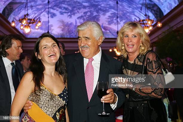 Mario Adorf Mit Ehefrau Monique Und Tochter Stella Maria Beim 75 Geburtstag Von M Adorf Mit Der Premiere Der Tournee Da Capo Mario Im...
