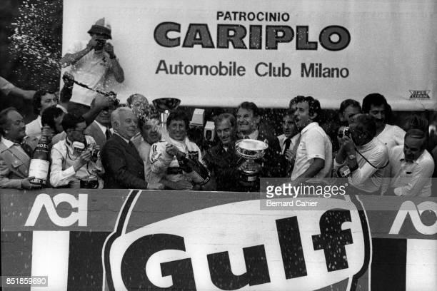 Mario Andretti, Lotus-Ford 78, Grand Prix of Italy, Autodromo Nazionale Monza, 11 September 1977. Italian born Mario Andretti celebrating victory in...