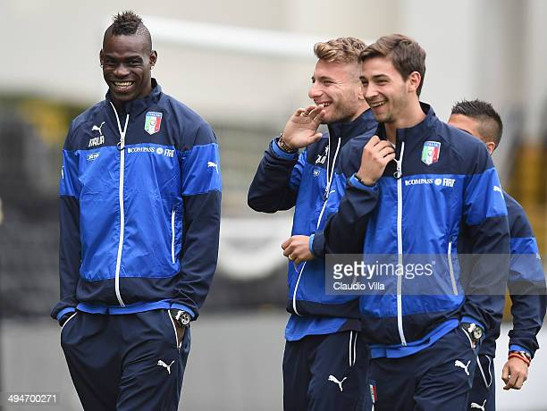 Mario Balotelli Ciro Immobile and Mattia De Sciglio of Italy inspects the pitch ahead of tomorrow's International Friendly match against Ireland at...