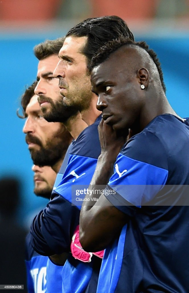 Mario Balotelli (R) observe during an Italy training session at the Arena Amazonia on June 13, 2014 in Manaus, Brazil. Italy will play England in their opening group D match on June 14, 2014 in Manaus, Brazil.