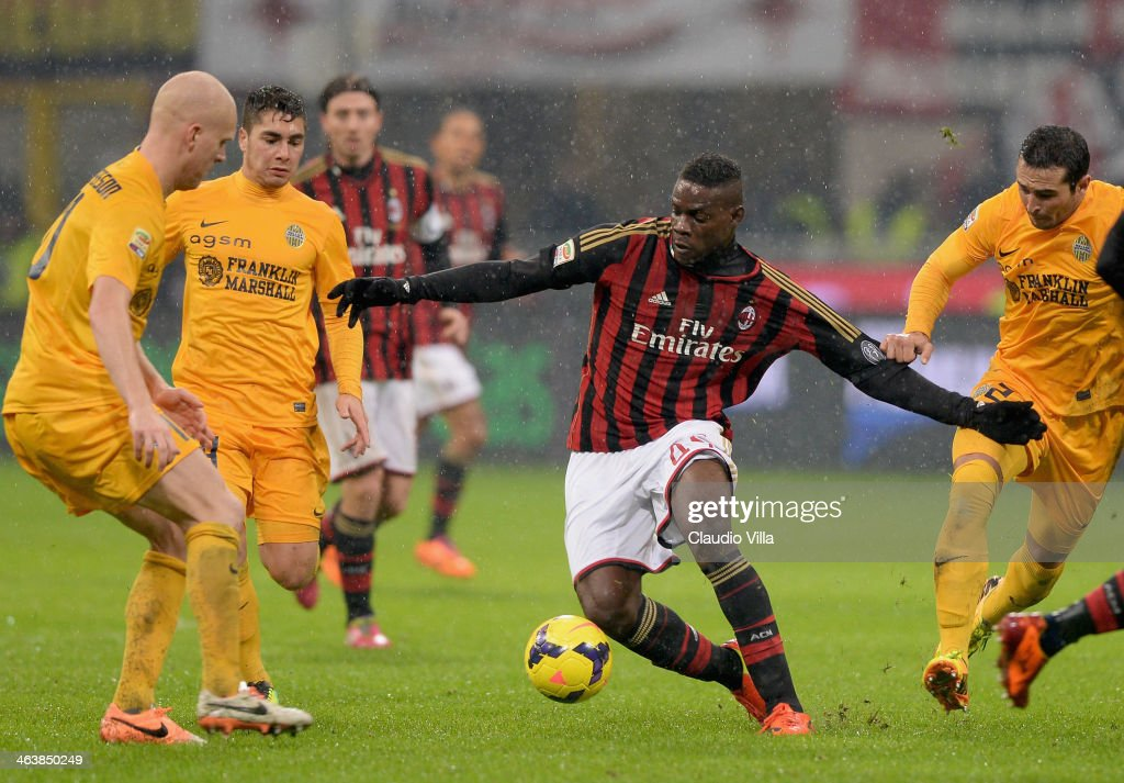 Mario Balotelli of AC Milan (C) in action during the Serie A match between AC Milan and Hellas Verona FC at San Siro Stadium on January 19, 2014 in Milan, Italy.