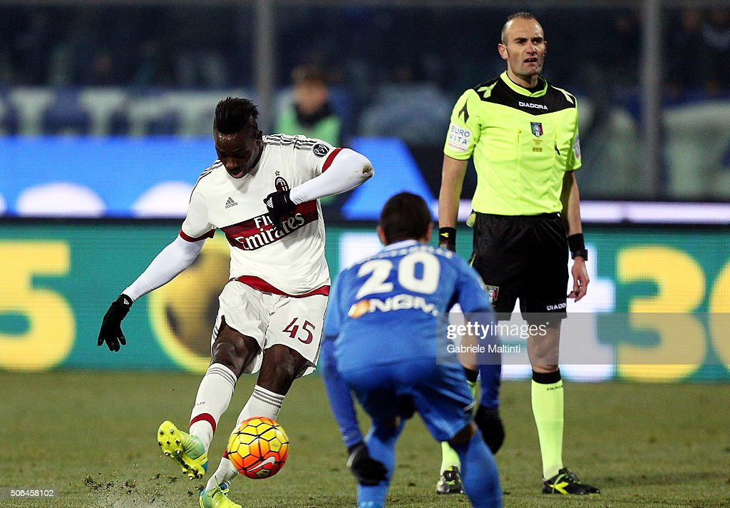 Mario Balotelli of AC Milan in action during the Serie A match between Empoli FC and AC Milan at Stadio Carlo Castellani on January 23, 2016 in Empoli, Italy.