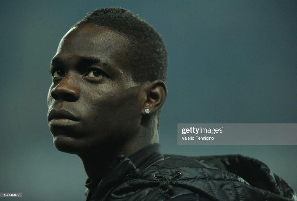 Mario Balotelli of FC Internazionale Milano looks on before the Serie A match between Juventus and Inter Milan at Olimpico Stadium on December 5, 2009 in Turin, Italy.