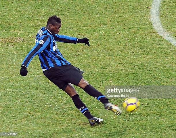 Mario Balotelli of Inter scores the goal during the Serie A match between Udinese and Inter at Stadio Friuli on February 28 2010 in Udine Italy