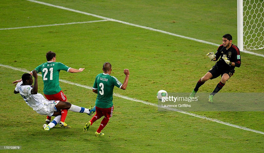 Mario Balotelli of Italy scores his team's second goal past Jose de Jesus Corona of Mexico during the FIFA Confederations Cup Brazil 2013 Group A match between Mexico and Italy at the Maracana Stadium on June 16, 2013 in Rio de Janeiro, Brazil.