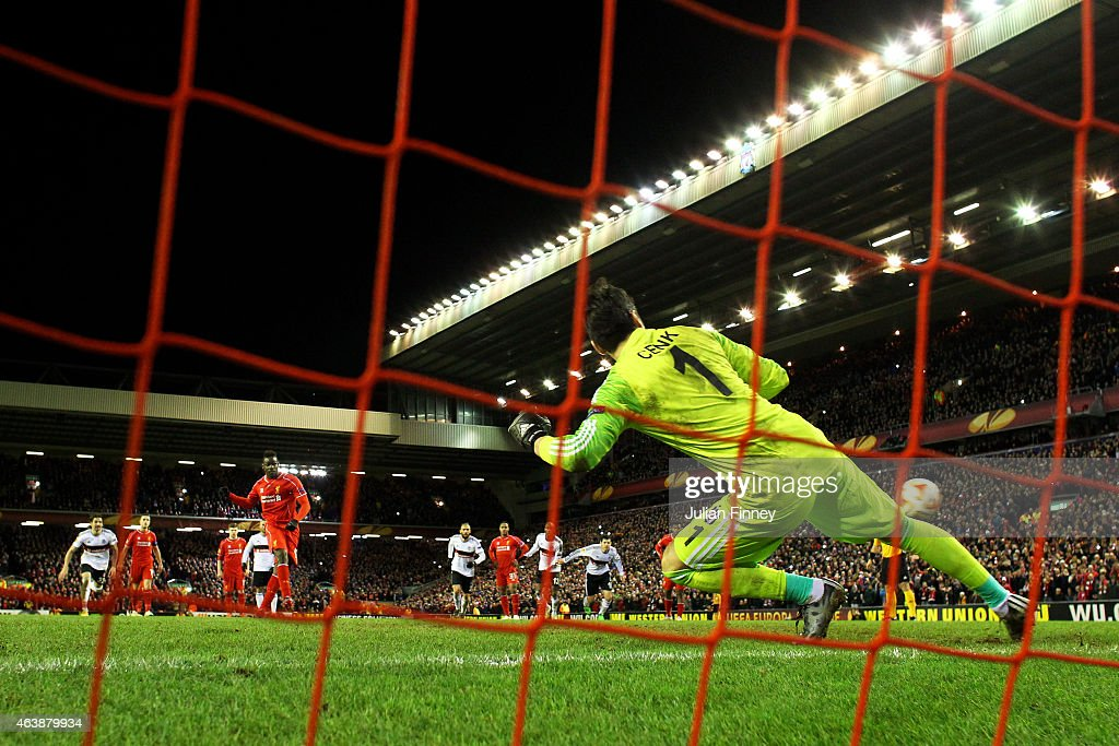 Mario Balotelli of Liverpool scores the match winning goal past goalkeeper Cenk Gonen of Besiktas during the UEFA Europa League Round of 32 match between Liverpool FC and Besiktas JK at Anfield on February 19, 2015 in Liverpool, United Kingdom.