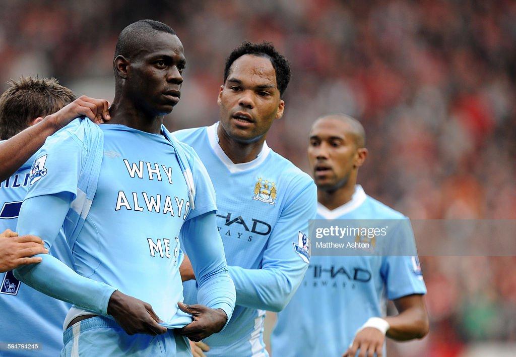 SOCCER - Barclays Premier League - Manchester United v Manchester City : News Photo