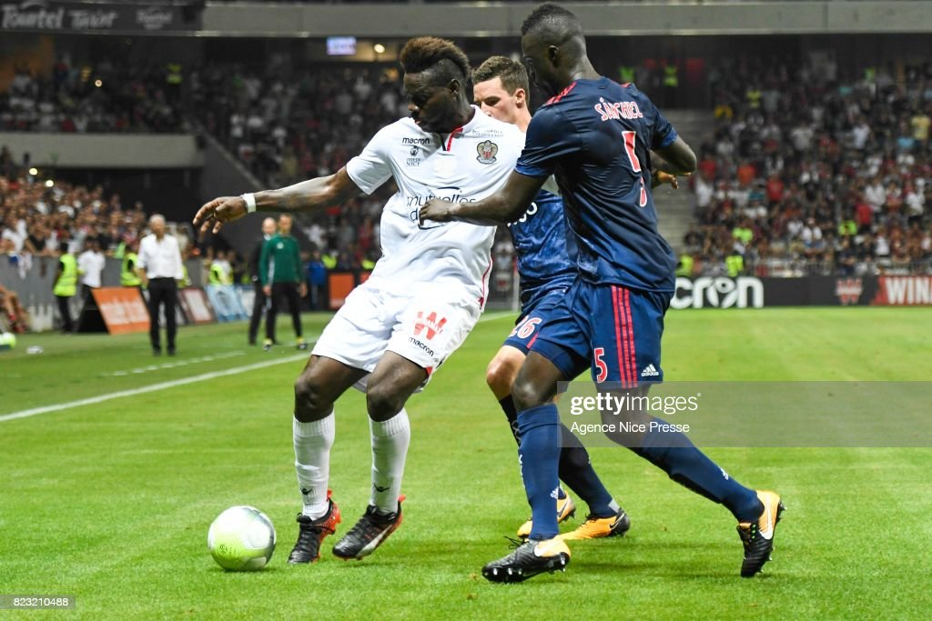 Mario Balotelli of Nice and Davinson Sanchez Mina of Ajax Amsterdam during the UEFA Champions League Qualifying match between Nice and Ajax Amsterdam at Allianz Riviera Stadium on July 26, 2017 in Nice, France.