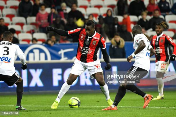 Mario Balotelli of Nice and Issa Cissokho and Abdou Adenon of Amiens during the Ligue 1 match between Nice and Amiens at Allianz Riviera Stadium on...