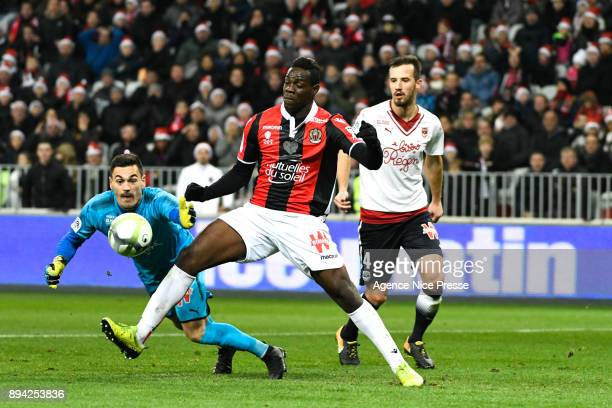 Mario Balotelli of Nice and Jerome Prior of Bordeaux during the Ligue 1 match between OGC Nice and FC Girondins de Bordeaux at Allianz Riviera on...