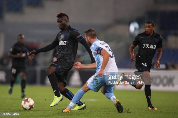 Mario Balotelli of Nice and Stefan de Vrij of Lazio during the UEFA Europa League group K match between Lazio Roma and OGC Nice at Stadio Olimpico on...