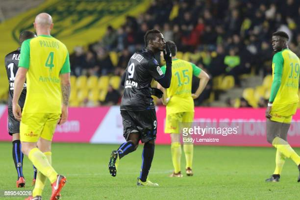 Mario Balotelli of Nice celebrates after scoring a goal during the Ligue 1 match between Nantes and OGC Nice at Stade de la Beaujoire on December 10...