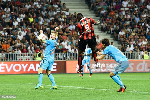 Mario Balotelli of Nice scores a goal during the french Ligue 1 match between Ogc Nice and Olympique de Marseille at Allianz Riviera on September 11...