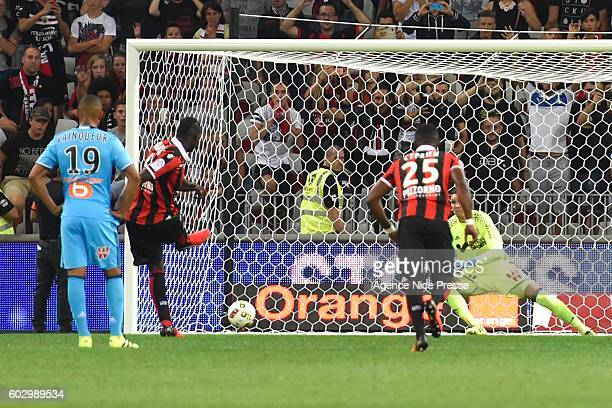Mario Balotelli of Nice scores during the french Ligue 1 match between Ogc Nice and Olympique de Marseille at Allianz Riviera on September 11 2016 in...