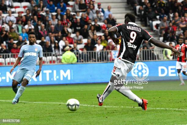 Mario Balotelli of Nice scores his second goal during the Ligue 1 match between OGC Nice and AS Monaco at Allianz Riviera on September 9 2017 in Nice