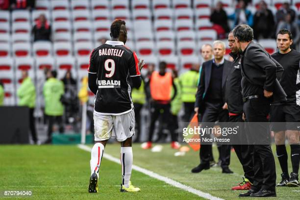 Mario Balotelli of Nice walks out after his red card during the Ligue 1 match between OGC Nice and Dijon FCO at Allianz Riviera on November 5, 2017...
