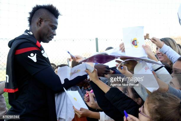 Mario Balotelli of Nice with young fans during Nice training session on November 17 2017 in Nice France