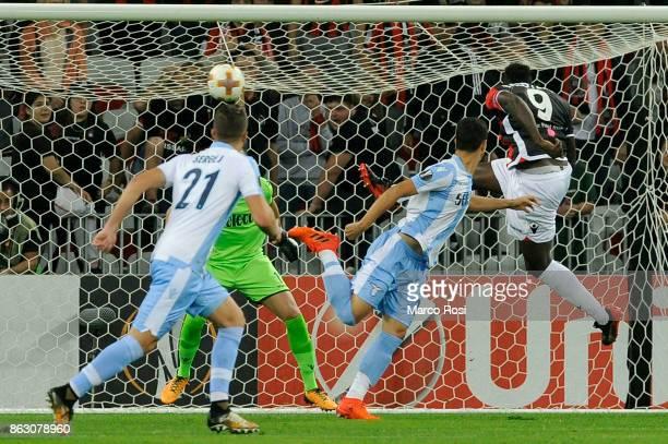 Mario Balotelli of OGC Nice scores a opening goal during the UEFA Europa League group K match between OGC Nice and Lazio at Allianz Riviera Stadium...