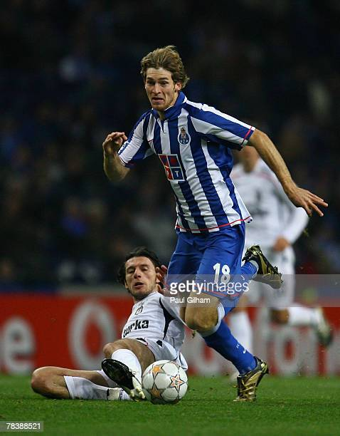 Mario Bolatti of Porto battles for the ball with Ibrahim Akin of Besiktas during the UEFA Champions League Group A match between Porto and Besiktas...