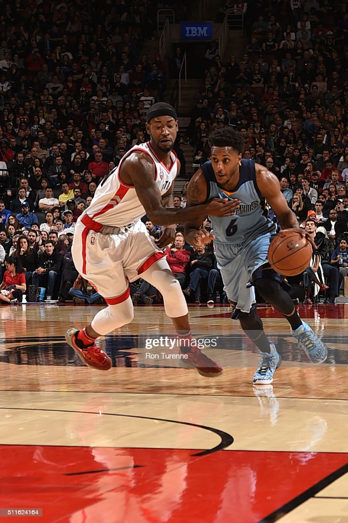 Mario Chalmers #6 of the Memphis Grizzlies drives to the basket against the Toronto Raptors on February 21, 2016 at the Air Canada Centre in Toronto, Ontario, Canada.