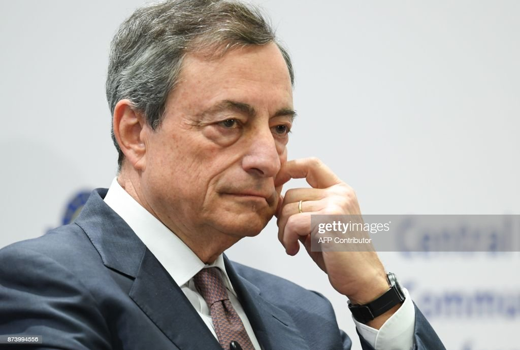 Mario Draghi, President of the European Central Bank (ECB), attends an ECB conference titled 'Communications Challenges for Policy Effectiveness' at the ECB headquarters in Frankfurt am Main, western Germany, on November 14, 2017. / AFP PHOTO / dpa / Arne Dedert / Germany OUT