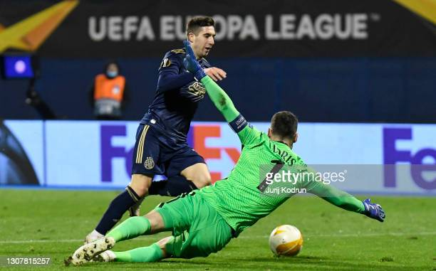Mario Gavranovic of GNK Dinamo Zagreb attempts to go round Hugo Lloris of Tottenham Hotspur during the UEFA Europa League Round of 16 Second Leg...