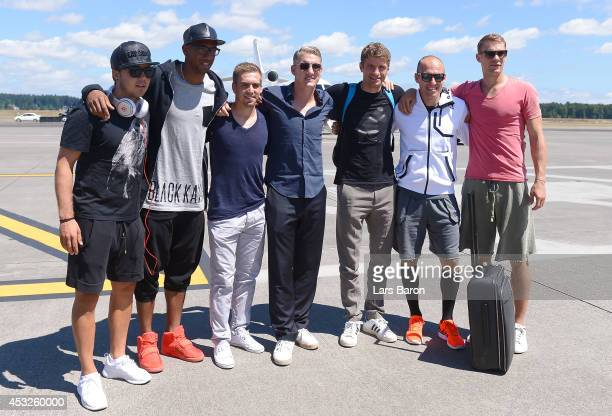 Mario Goetze Jerome Boateng Philipp Lahm Bastian Schweinsteiger Thomas Mueller Arjen Robben and Manuel Neuer pose for a picture at the airport during...