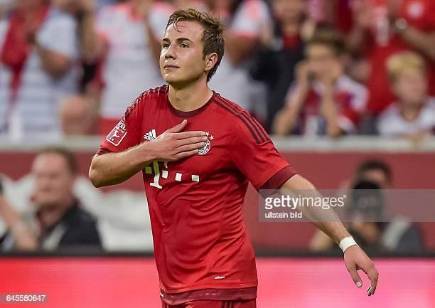 Mario Goetze klatscht sich auf die Brust und Vereinslogo nach seinem Tor waehrend dem Fussball AUDI CUP 2015 Bayern Muenchen gegen AC Mailand in der...