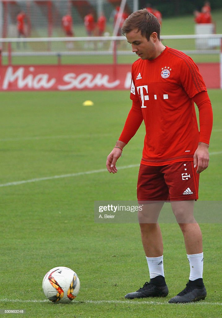 Mario Goetze of Bayern Muenchen warms up during a training session at FC Bayern Muenchen training ground on May 12, 2016 in Munich, Germany.