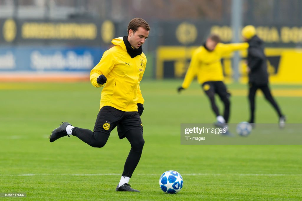 Training BV Borussia Dortmund - 27.11.2018 : ニュース写真
