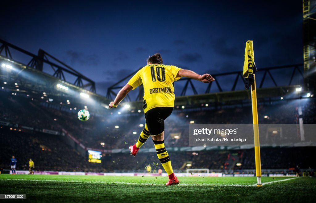 Mario Goetze of Dortmund kick a corner during the Bundesliga match between Borussia Dortmund and FC Schalke 04 at Signal Iduna Park on November 25, 2017 in Dortmund, Germany.