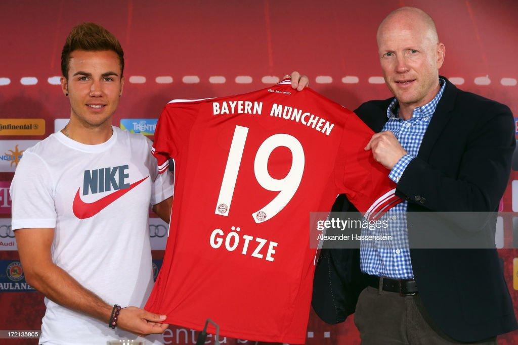 FC Bayern Muenchen Presents Mario Goetze And Jan Kirchhoff : News Photo