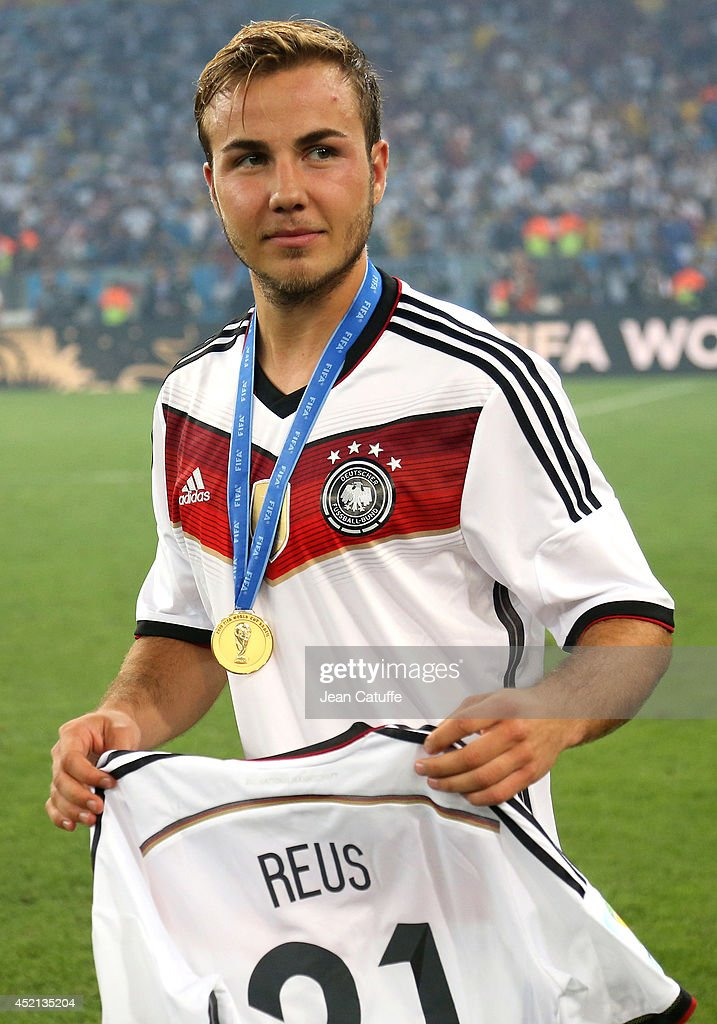 timeless design 4f95b 98c64 Mario Goetze of Germany pays tribute to Marco Reus while ...