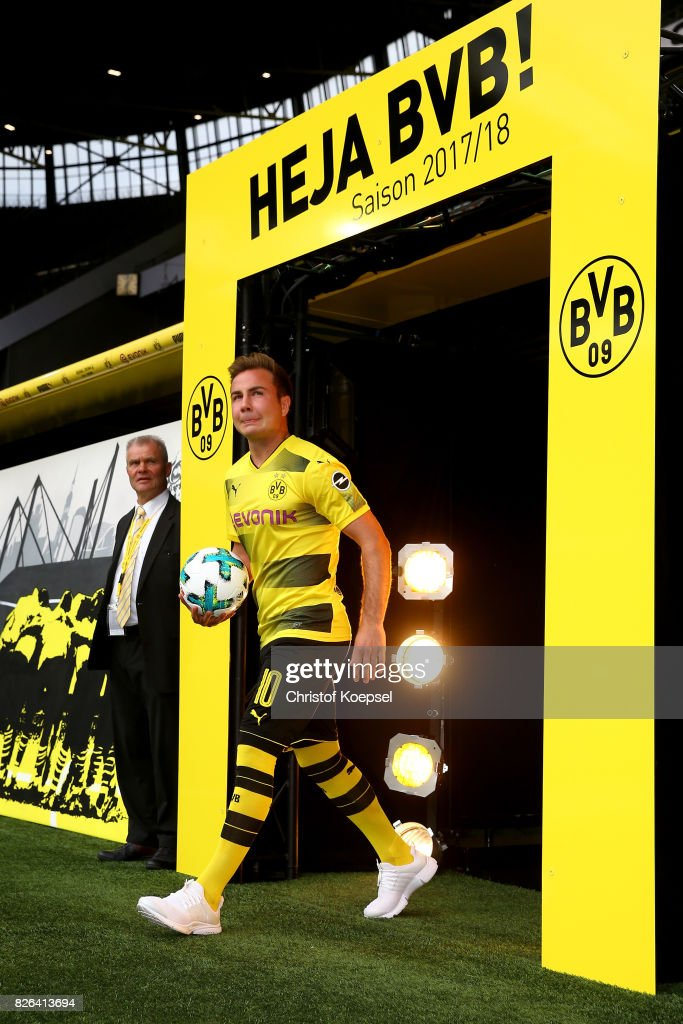 Mario Goetze welcomes the fans during the Borussia Dortmund Season Opening 2017/18 at Signal Iduna Park on August 4, 2017 in Dortmund, Germany.