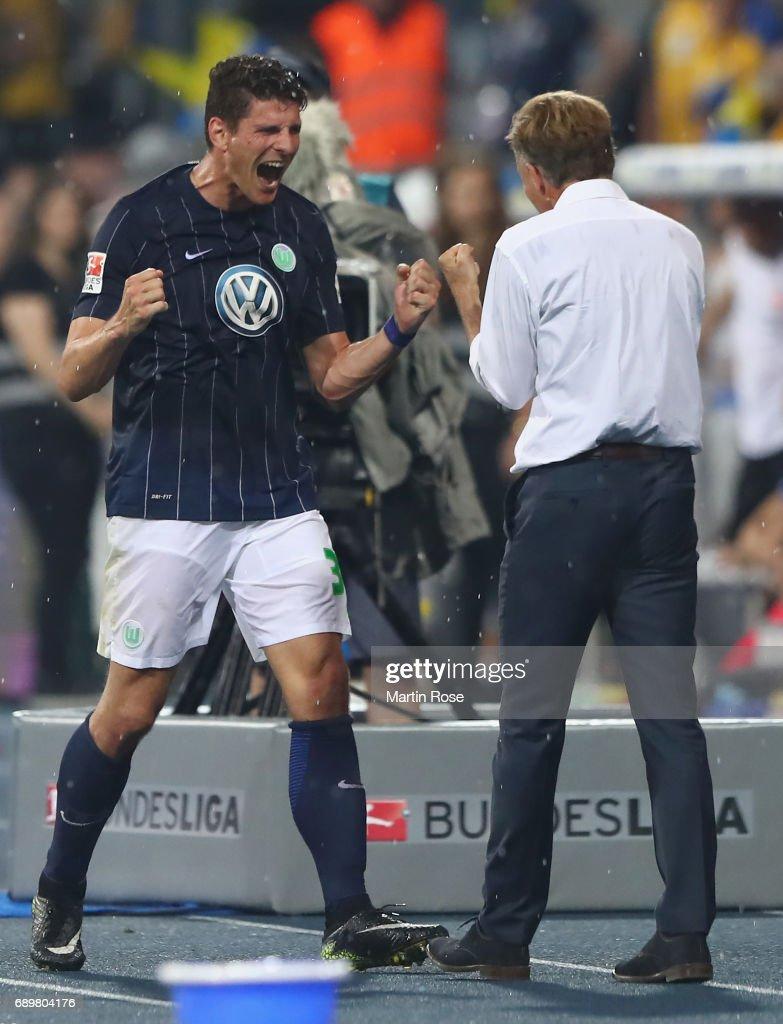 Mario Gomez and head coach Andries Jonker react after Gomez' substitution during the Bundesliga Playoff leg 2 match between Eintracht Braunschweig and VfL Wolfsburg at Eintracht Stadion on May 29, 2017 in Braunschweig, Germany.