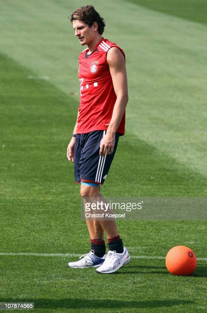Mario Gomez attends a single training during the FC Bayern Muenchen training session at Aspire Academy for Sports Excellence training ground on...
