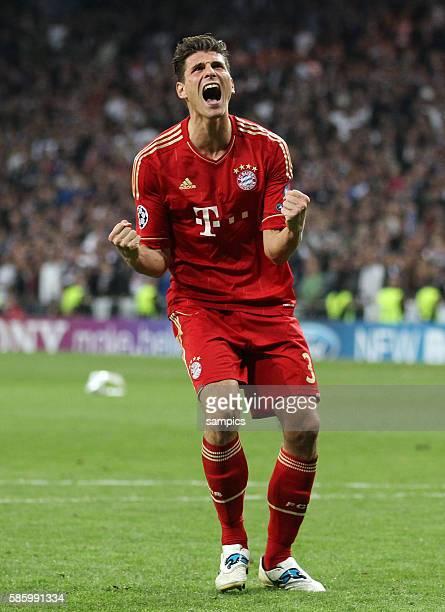 Mario GOMEZ FC Bayern München freut sich über den verwandelten Elfmeter Fussball Championsleague Halbfinale Real Madrid FC Bayern München nach...