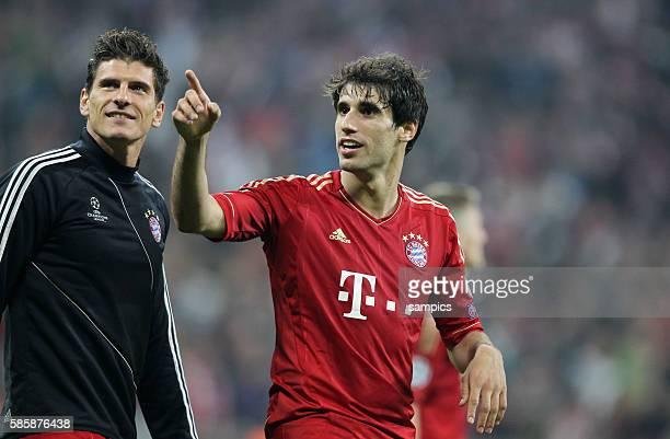 Mario GOMEZ FC Bayern München mit Javi Martinez FC Bayern München Fussball Championsleague Halbfinale FC Bayern München FC Barcelona 4:0 Semifinale