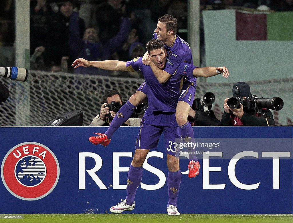 Mario Gomez of ACF Fiorentina celebrates after scoring a goal during the UEFA Europa League Round of 32 match between ACF Fiorentina and Tottenham Hotspur FC at Artemio Franchi stadium on February 26, 2015 in Florence, Italy.