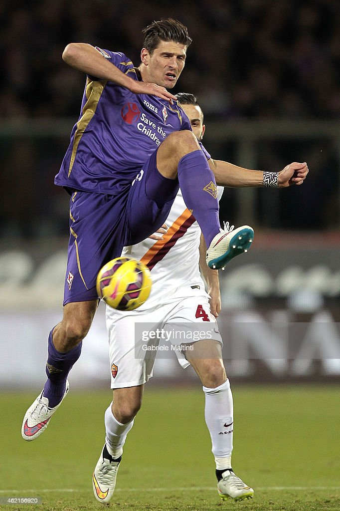 Mario Gomez of ACF Fiorentina in action during the Serie A match between ACF Fiorentina and AS Roma at Stadio Artemio Franchi on January 25, 2015 in Florence, Italy.