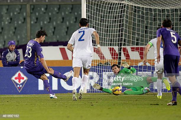 Mario Gomez of ACF Fiorentina scores his second goal during the TIM Cup match between the TIM Cup match between ACF Fiorentina and Atalanta BC at...
