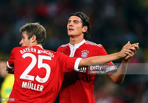 Mario Gomez of Bayern is celebrated by his team mate Thomas Mueller after scoring the 01 goal during the preseason friendly match between 1 FC Koeln...